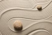 Песок и камни