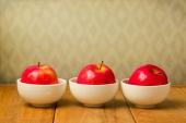Три яблока