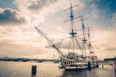 Город. Санкт-Петербург Корабль у Дворцового моста