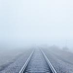 Природа. Железная дорога в тумане
