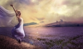Девушка на лавандовом поле
